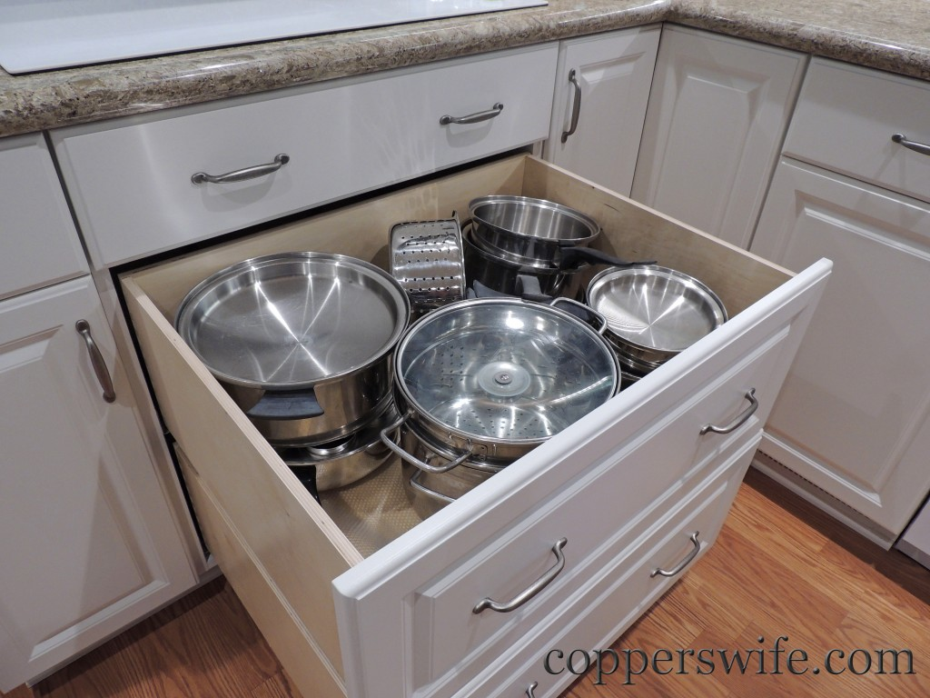 deep drawer for pots under the stove